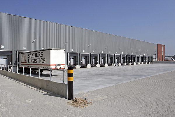 Distributiecentrum met kantoor Sanders Logistics