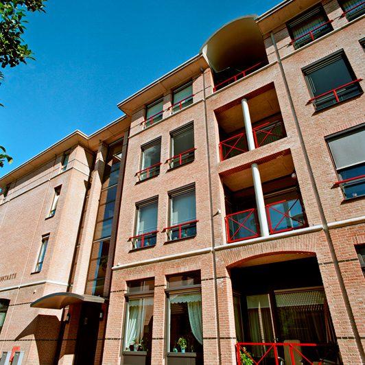 Woonzorgcentrum met kerkruimte, 28 appartementen en woonvoorziening voor verstandelijk gehandicapten
