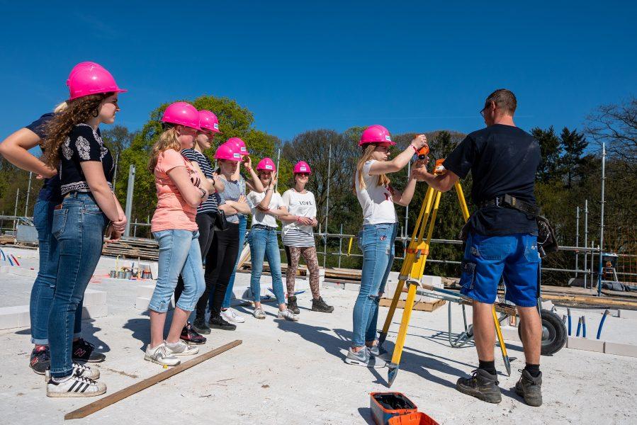 'Girlsday' op bouwplaats De Vlindergaard