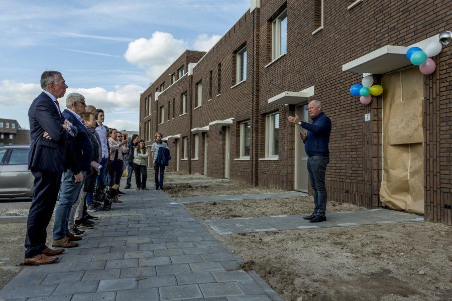Deuren van 20 nieuwbouwwoningen in de Waluwe officieel geopend