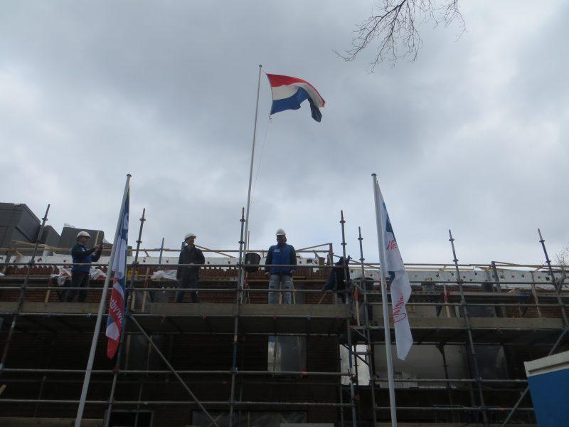 Vlag in top bij nieuwbouw Generaal Smutslaan Tilburg